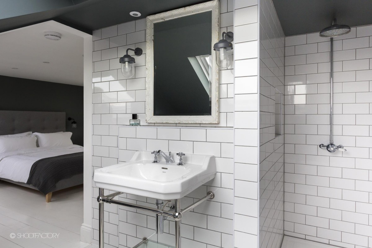 Monochrome Bathroom Interior - Anders Shoot Location House