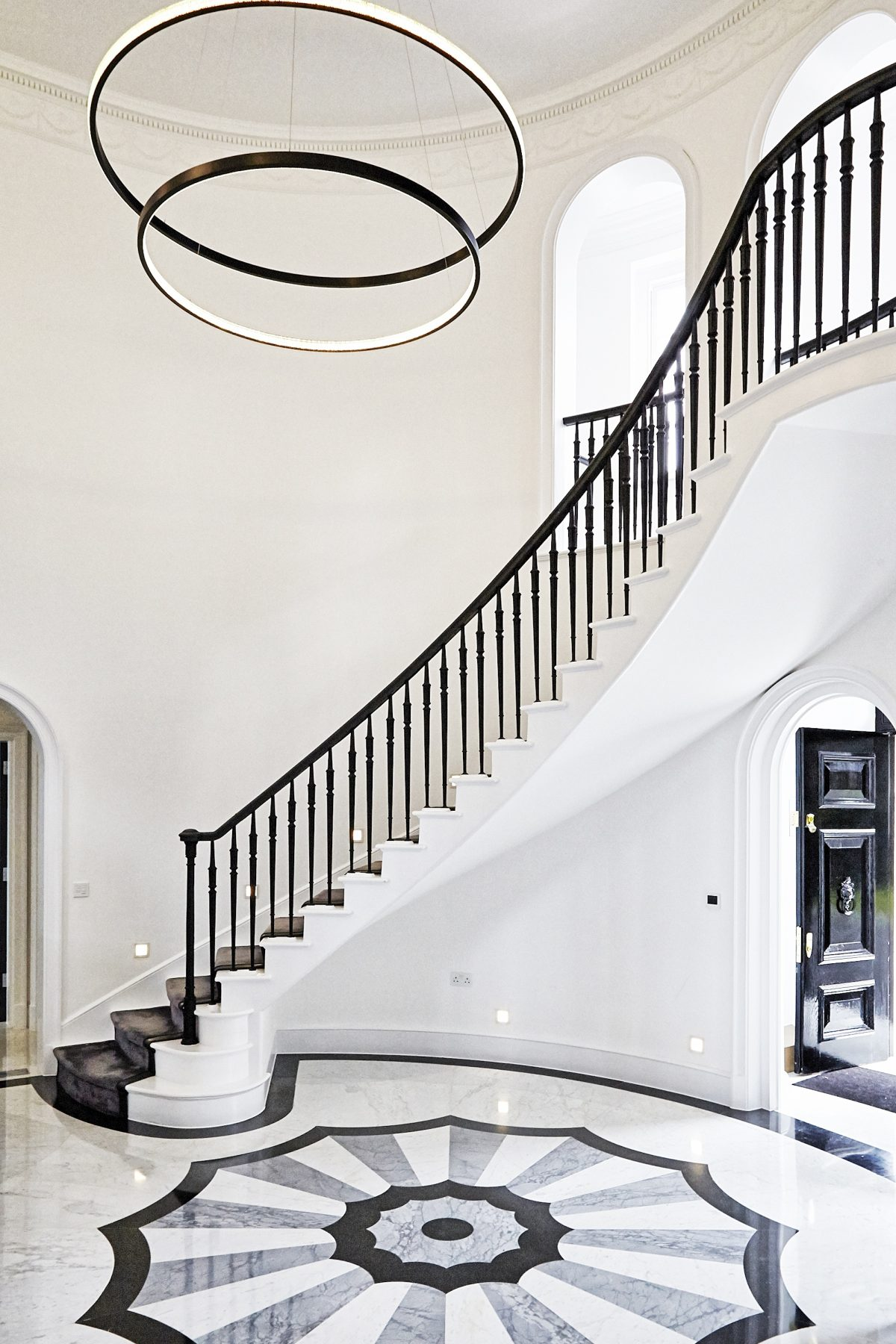 Broadway NW7 - sweeping staircase - london houses - shootfactory location