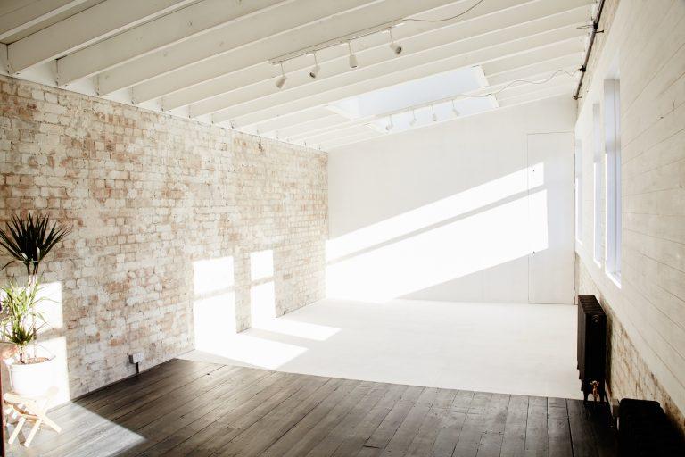 Photography Studio with Natural Light - Montana Studio - Shootfactory