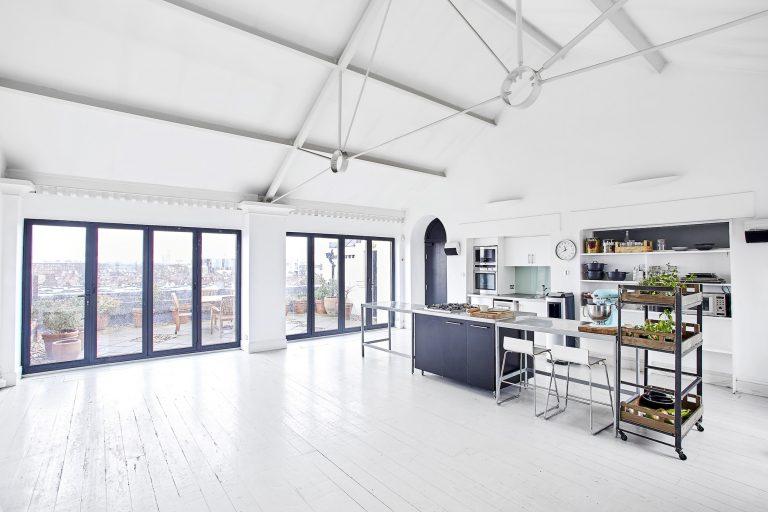 Photography Studio with Natural Light - Warple Two Studio - Shootfactory