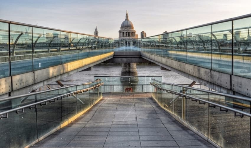Millennium Bridge - London Instagram Locations - Shootfactory