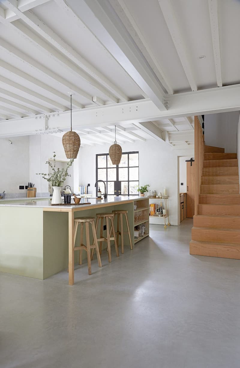Fern-Villa-E5 Location with White Ceiling Beams - Shootfactory