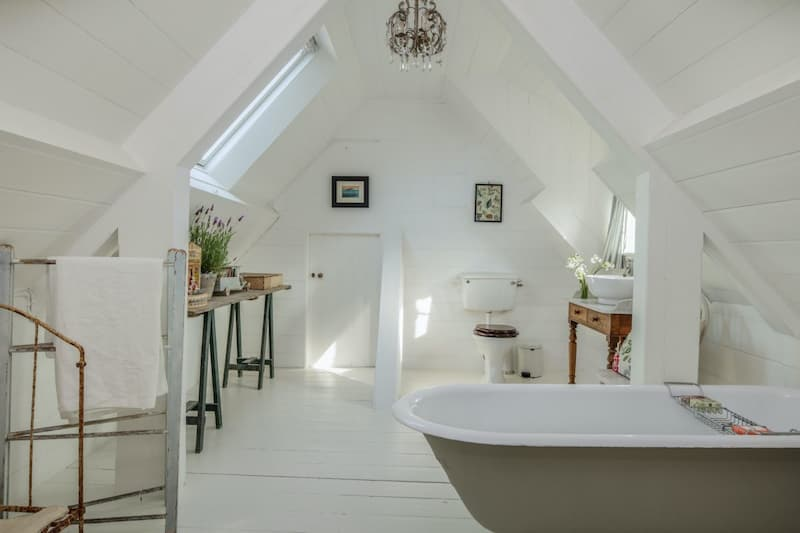 LUDLOW-FARM-SY8 Location with White Ceiling Beams - Shootfactory