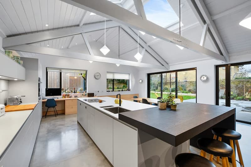 Langton, London, SE3 Location with White Ceiling Beams - Shootfactory