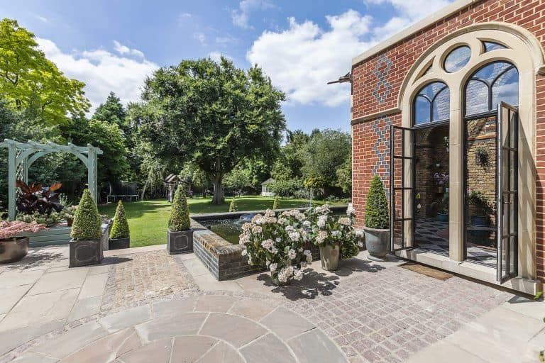 Eltham-Court-SE9 Courtyard Shoot Location in London - SHOOTFACTORY