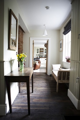 Console Table With Yellow Flowers / Coach House, Windsor, Sl4 /  Shootfactory Location