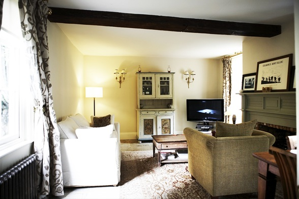 Sitting Room With Television / Coach House, Windsor, Sl4 / Shootfactory  Location