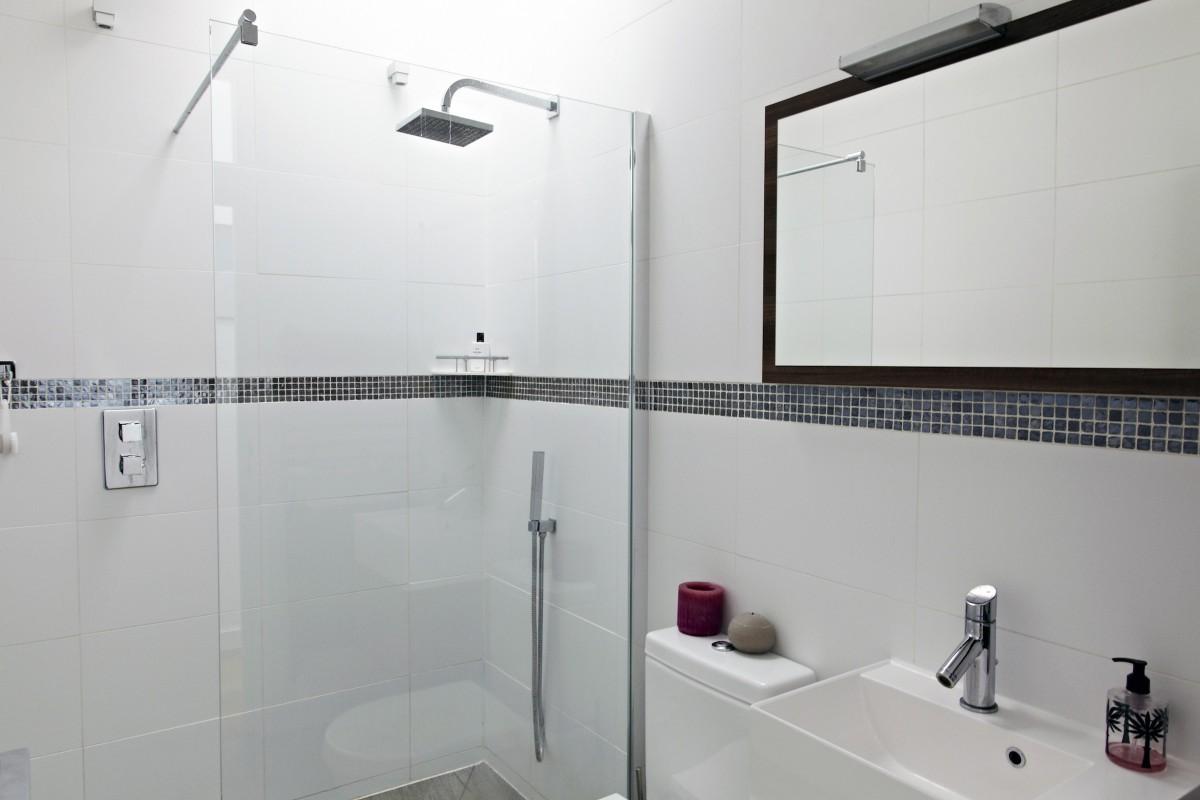 Shootfactory london houses norbiton kingston kt2 for Bathroom design kingston